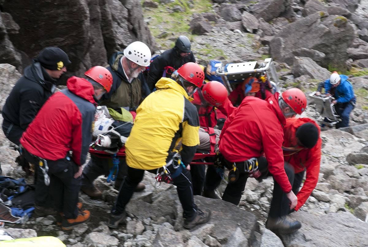Evacuating the injured, Sron na Ciche, 243 kb