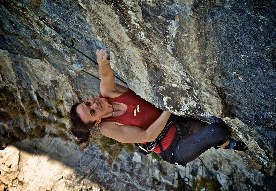 Lucinda Whittaker on the 8b catwalk route of Austrian Oak, 199 kb