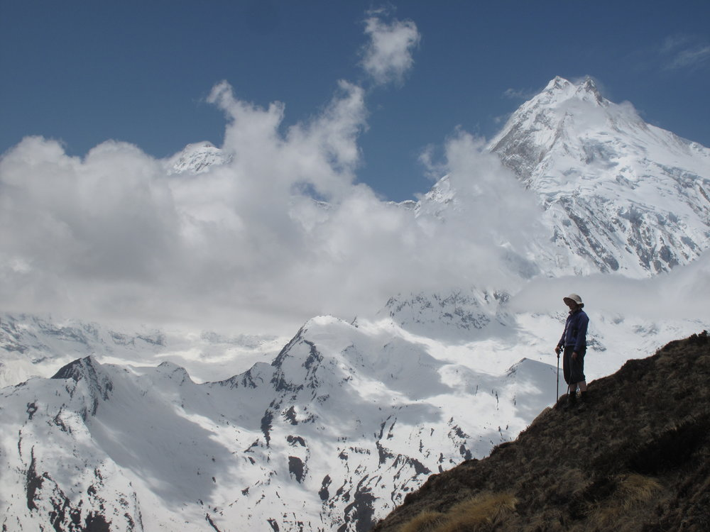 Lesley Burgess below Pangpoche summit, Manaslu dominates the vista, 109 kb