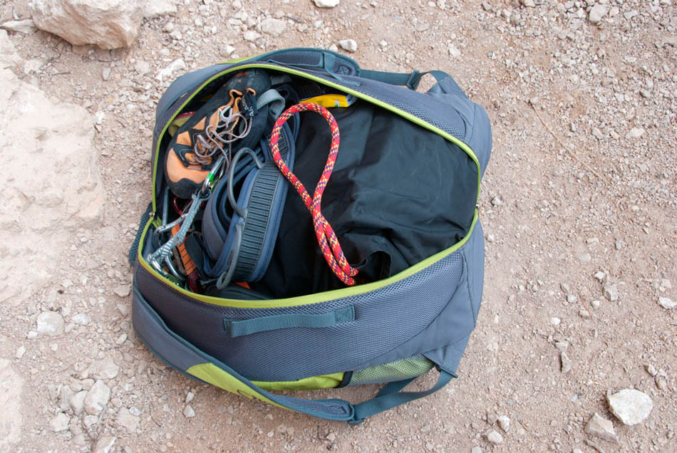 Beal Combi Rope Bag packed with all the gear you need, 170 kb