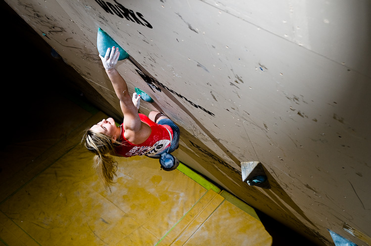 British climber Shauna Coxsey fighting her way to 8th place in the Sheffield world cup 2011, 150 kb
