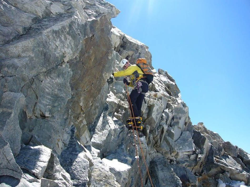 The loose rocky section below the summit, 137 kb