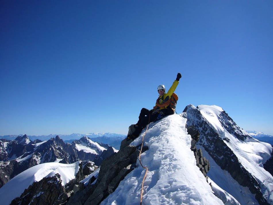 Summit of the more remote Dome de Rochefort. Point Whymper and Point Walker of the Grandes Jorasses in the background, 88 kb