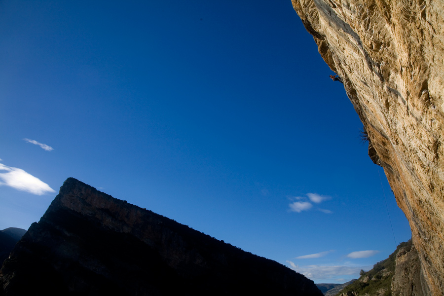 James McHaffie casually onsighting another three star 8a at Terradets, Spain., 197 kb