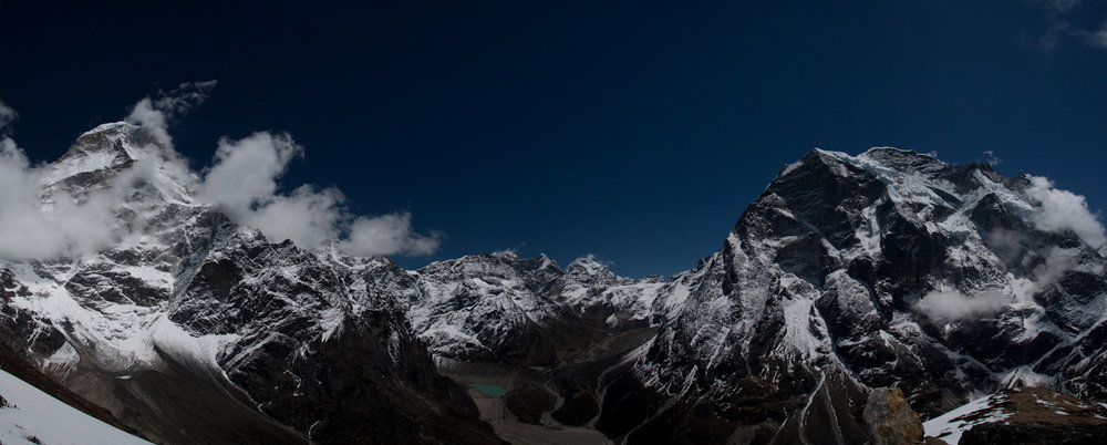 Panorama of the Hinku, Kyashar on the left to the West face of Mera Peak on the right, 97 kb