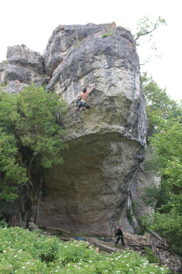 Tom Bolger climbing Justolini, Apellaniz, 176 kb