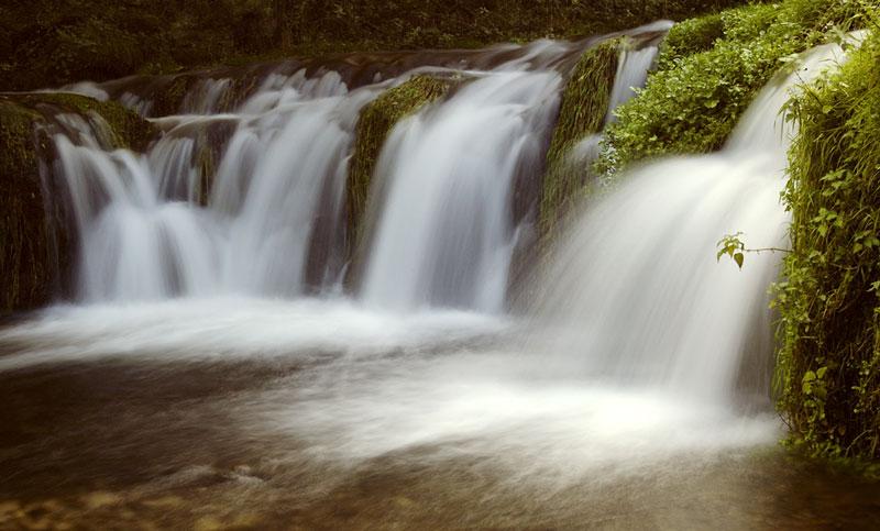 Lathkill Dale waterfalls, 77 kb