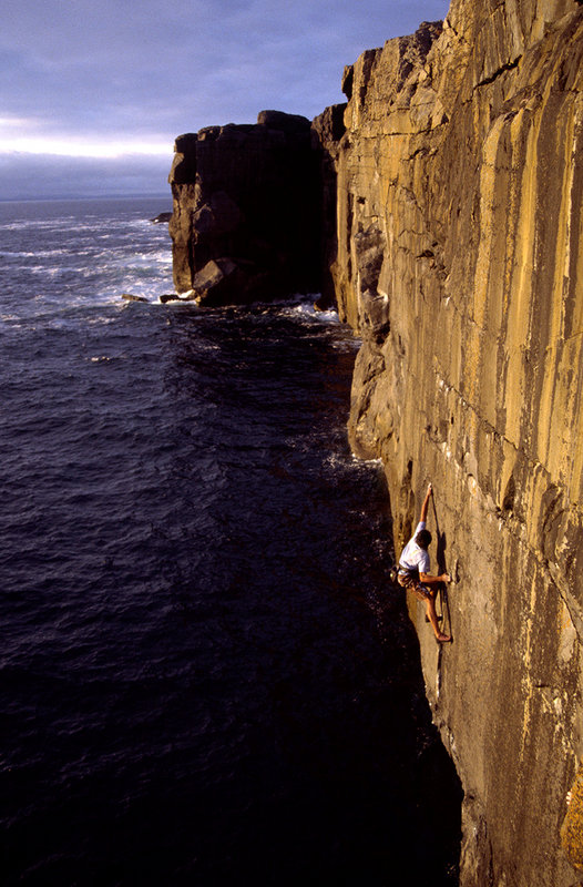 Eddie Barbour Deep Water Soloing the trad route 'The Vein' E7 6C, 129 kb