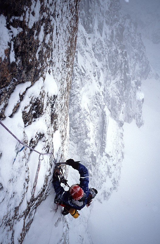 Ian Parnell cleaning an A4 pitch in Scottish conditions on the Lafaille Route., 202 kb