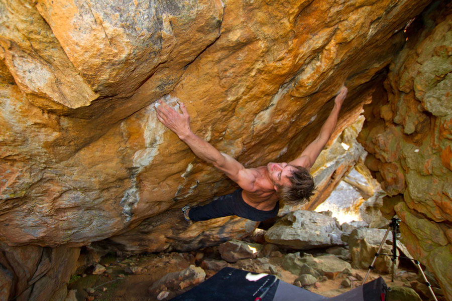 Arjan de Kock on Golden shadow, 8B+, Rocklands, 162 kb