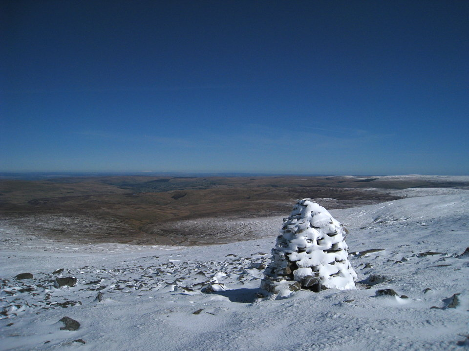 Looking north from Cross Fell, 119 kb