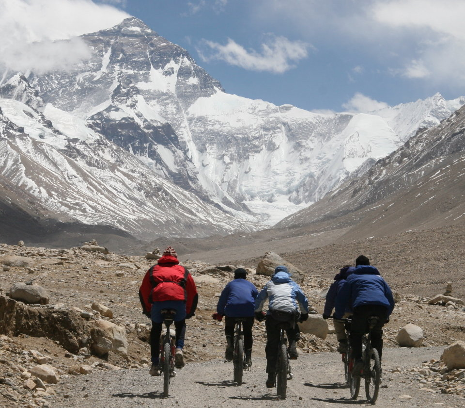 Last leg of the cycle, with Everest ahead, 204 kb