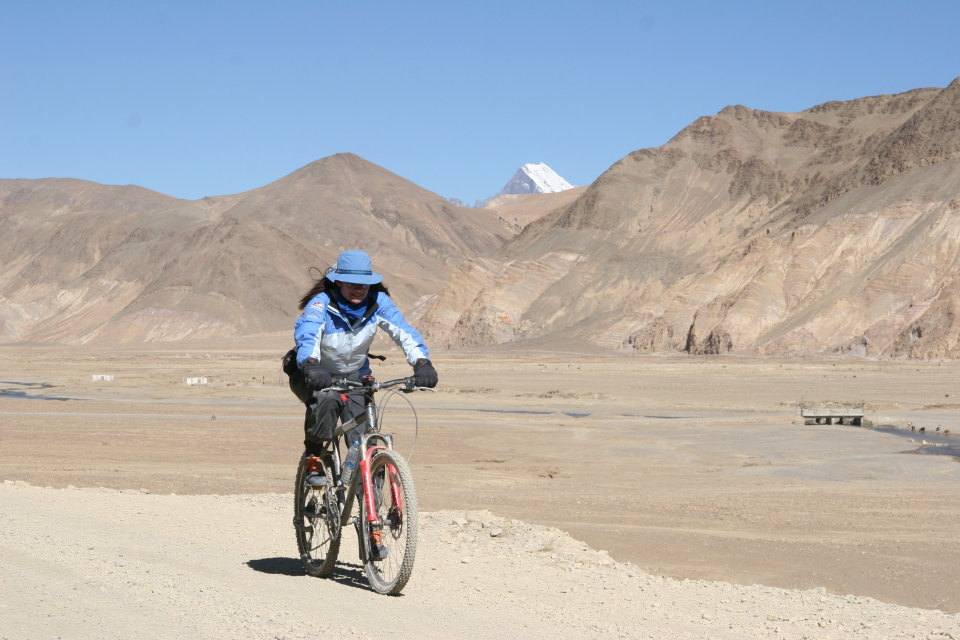 Cycling the dry plains of Tibet, 100 kb