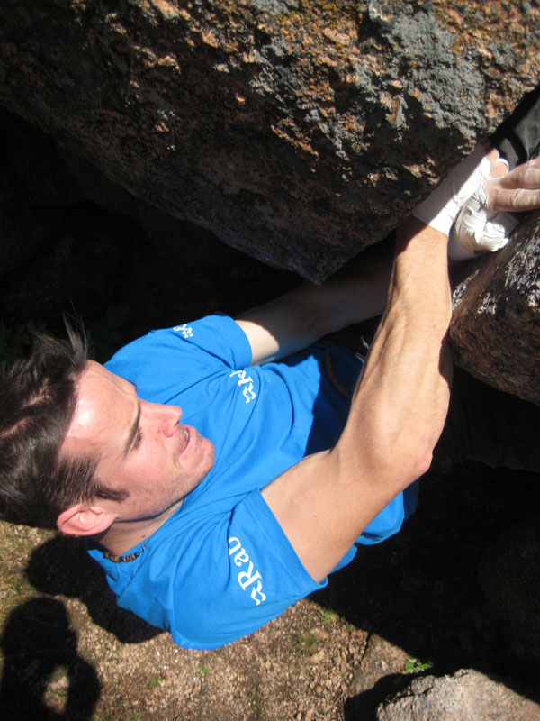 Tom, bouldering the desperate Desiderata, 126 kb
