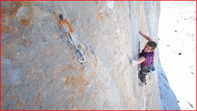 Adam Pustelnik on the crux pitch of Orbayu, 52 kb