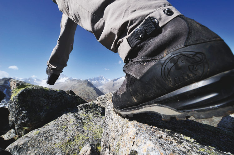 Outside/The Climbers Shop:FREE EXPERT BOOT ADVICE, Products, gear, insurance Premier Post, 4 weeks @ GBP 70pw, 109 kb