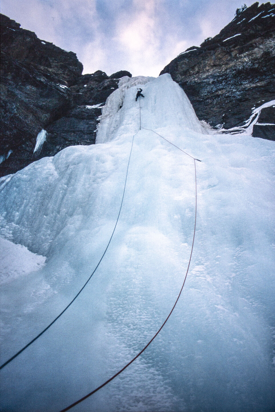 The loneliness of the long distance ice climber. 1st pitch, Polar Circus (WI5), Canada, 46 kb