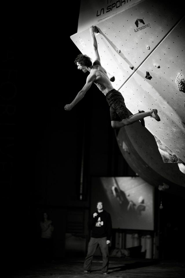 Adam Ondra flashes the 5th problem and knows he has won. La Sportiva legends Only 2011, 44 kb