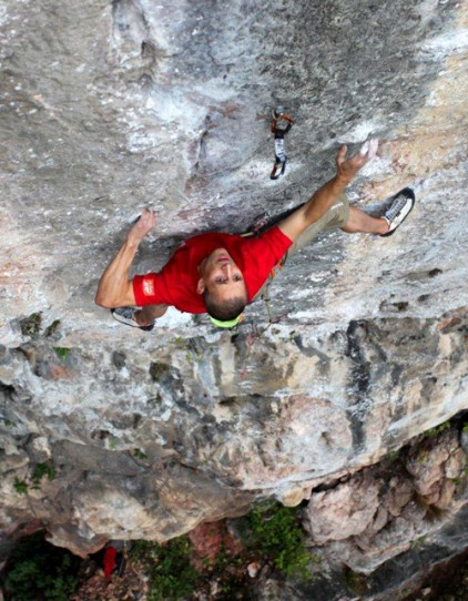Steve McClure onsighting 'Treblinca', an awesome 8b on crimps at Banyang's Cave, Getu, China, 79 kb