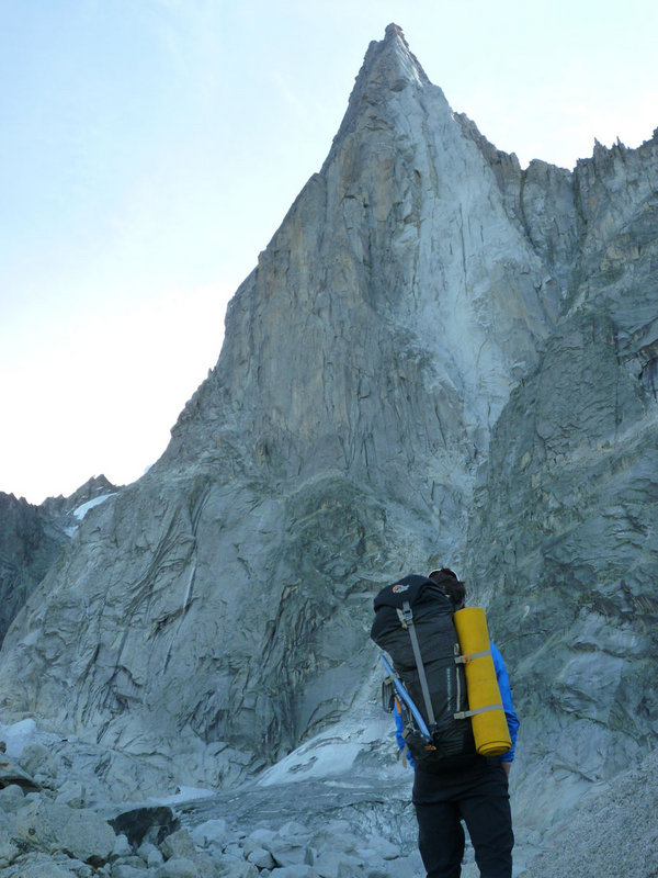Heavy loads on the way up the Dru, 119 kb