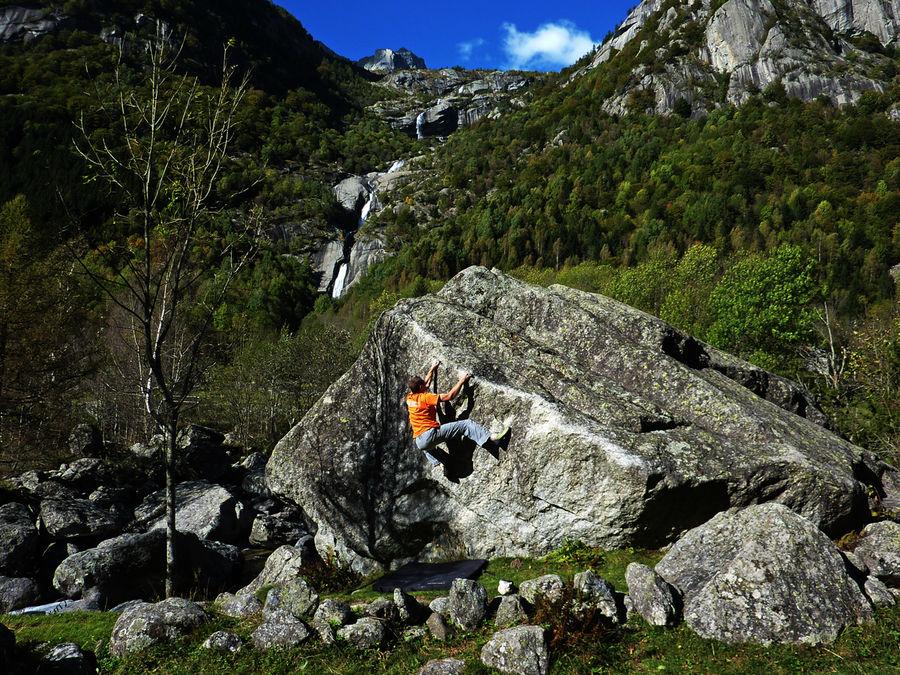 Bouldering at beautiful Mello, 251 kb