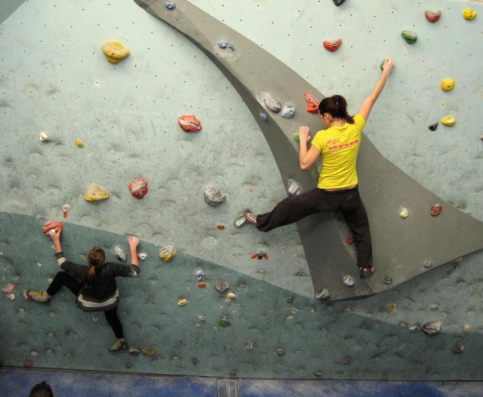 Women's Climbing Symposium 2011 - climbers warming up, 122 kb