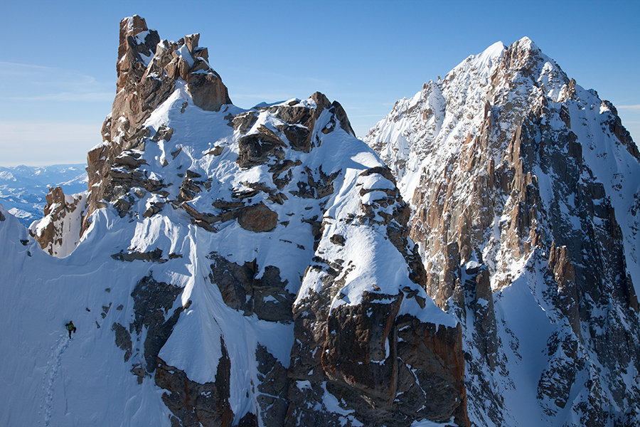 Ueli Steck about to top out on the Ginat- Aiguille Verte in the background, 207 kb
