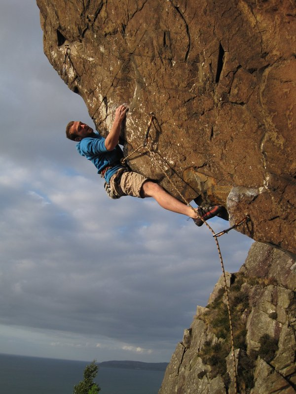 Alex Mason on Release the Hounds 7c, Craigiau Gigfran, 92 kb