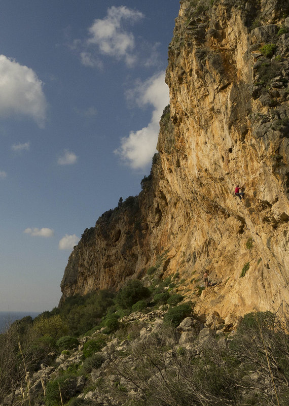 Mark Glaister putting the Evolv Shaman to the test at the Crown of Aragon, Sicily, 157 kb