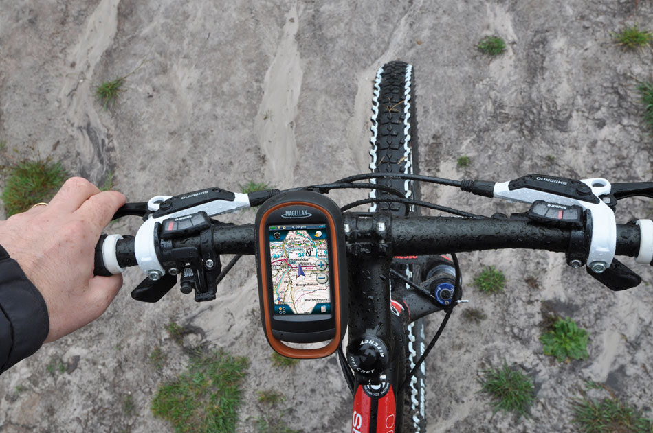 Magellan eXplorist 710 GPS Device - bike mounted, 143 kb