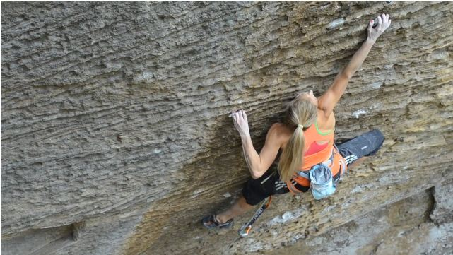 Sasha DiGiulian on Pure Imagination, 9a, Red River Gorge, 66 kb
