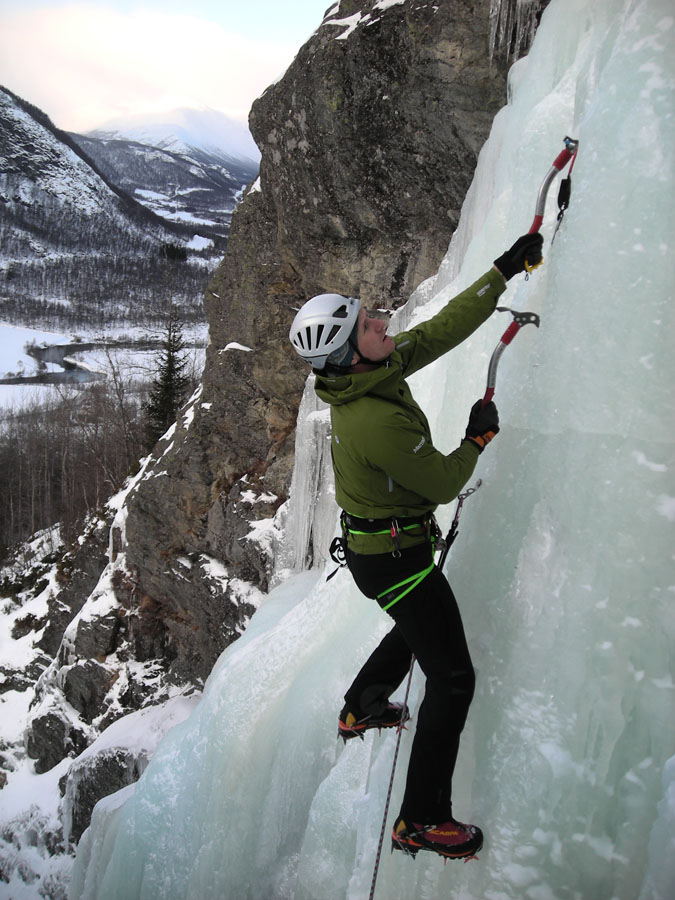 Phil Sanderson looking relaxed with well place tools on an ice route in Norway. , 155 kb
