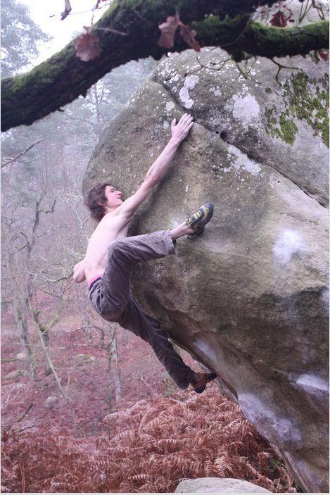 Adam Ondra flashing Gecko assis, 8B+, Fontainebleau, 87 kb
