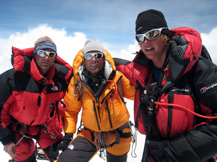 Kevin Thaw, Conrad Anker and Leo Houlding on the summit of Everest, 112 kb