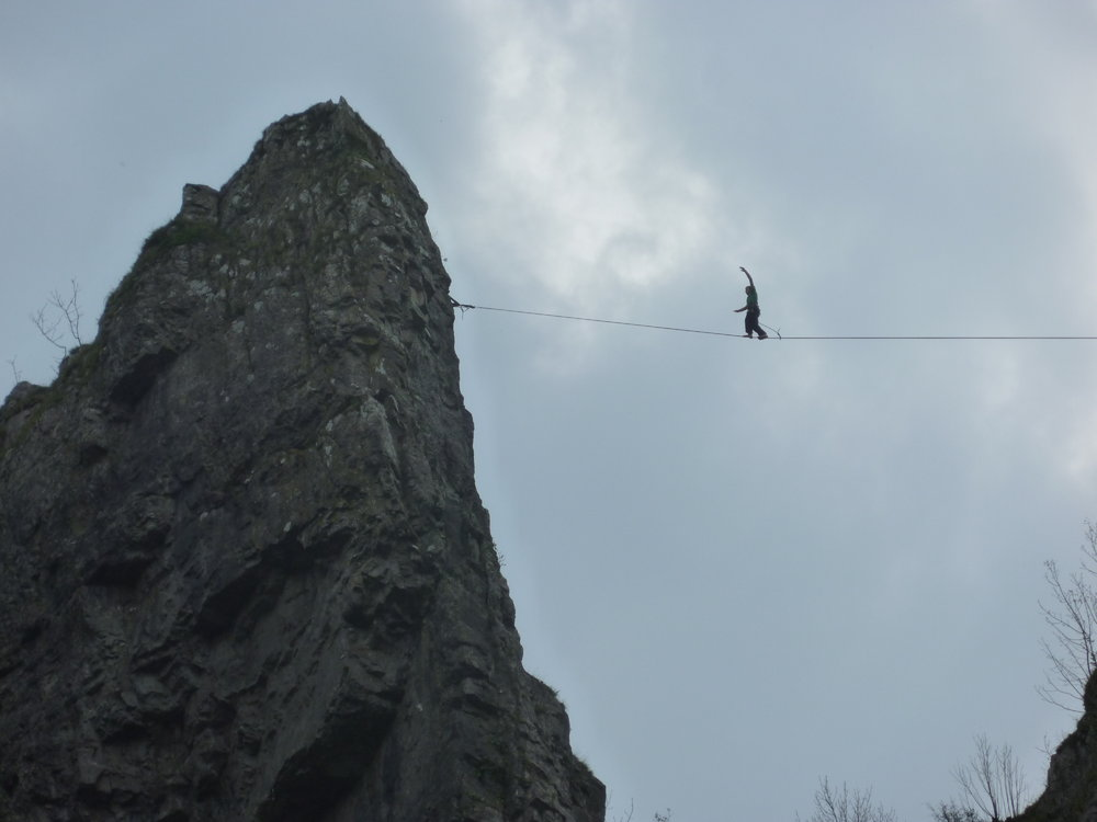Slacklining at cheddar (2), 72 kb