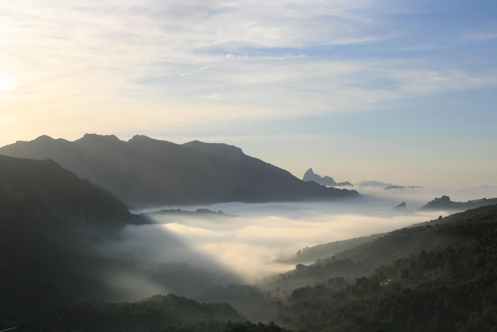View over teh Guadalest Valley at Sunrise, 41 kb