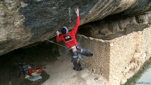 Iker Pou on Demencia senil, 9a+, Margalef, 76 kb