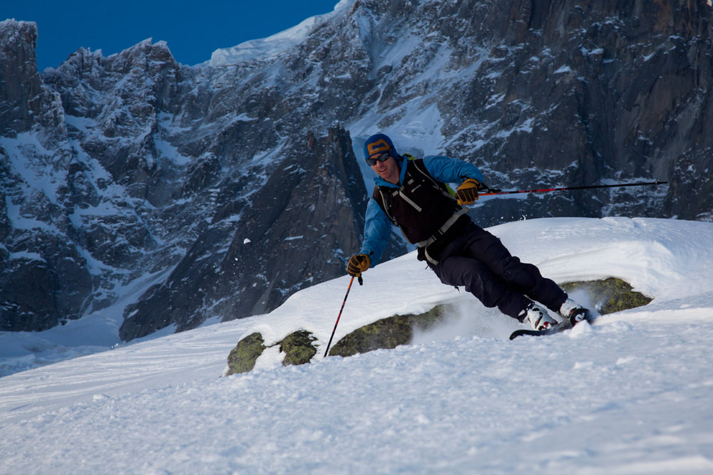 Charlie Boscoe skiing the Pas de Chevre beneath the Dru North Face, 162 kb