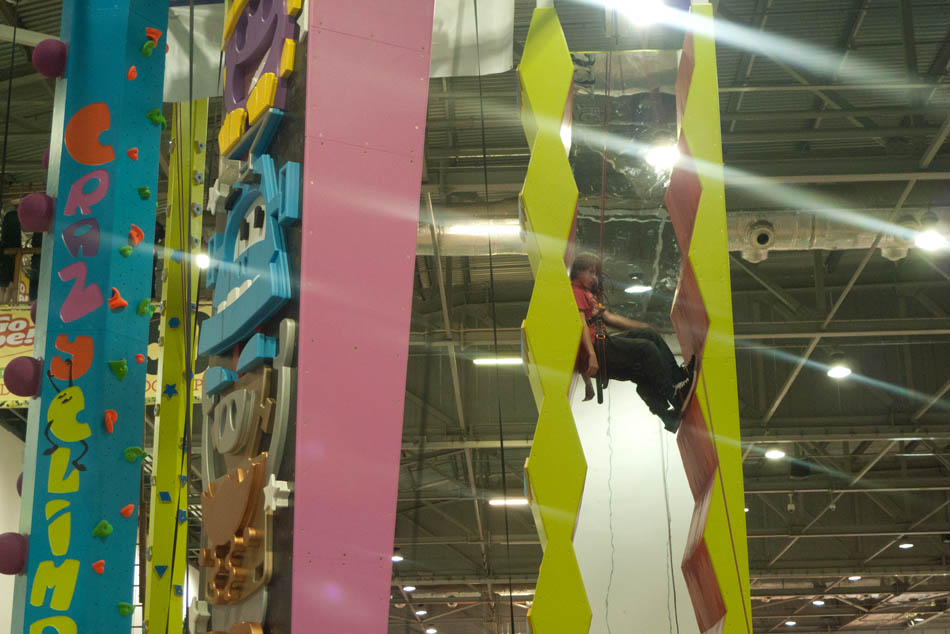 Outdoors Show - Crazy Climb aliens and the mirror chimney, 111 kb