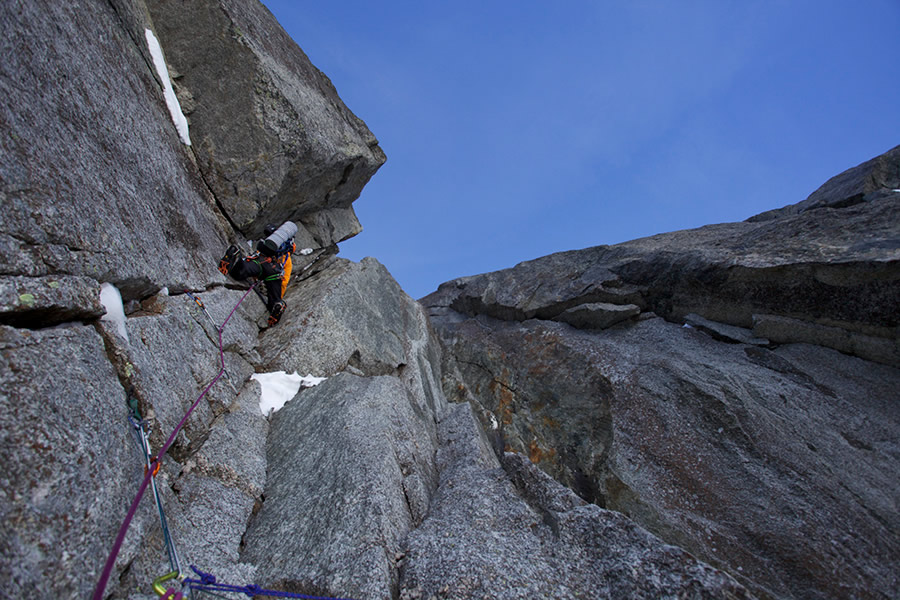 Ueli Steck leading the first crux section of the Lesueur Route, 187 kb