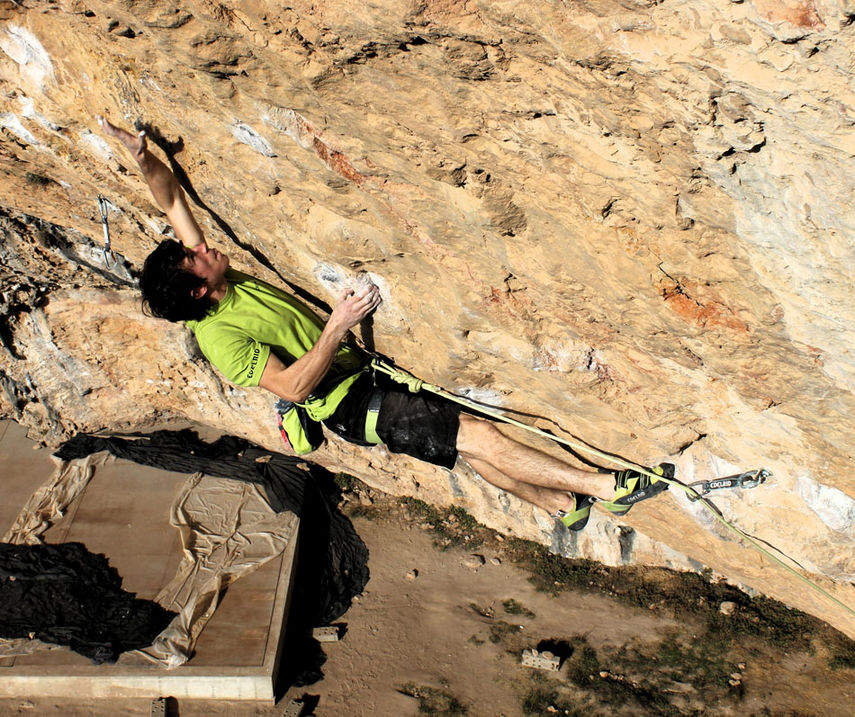 Tom Bolger fighting his way to victory on another 9a - Fabela pa la enmienda, 213 kb