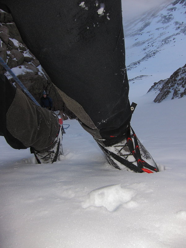 Easy snow gullies - ideal habitat for a B2 boot like Kibos, 81 kb