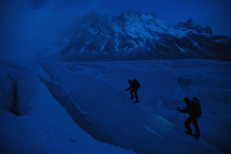 David Lama and Daniel Steuerer hiking their way through the Argentinean night, 62 kb