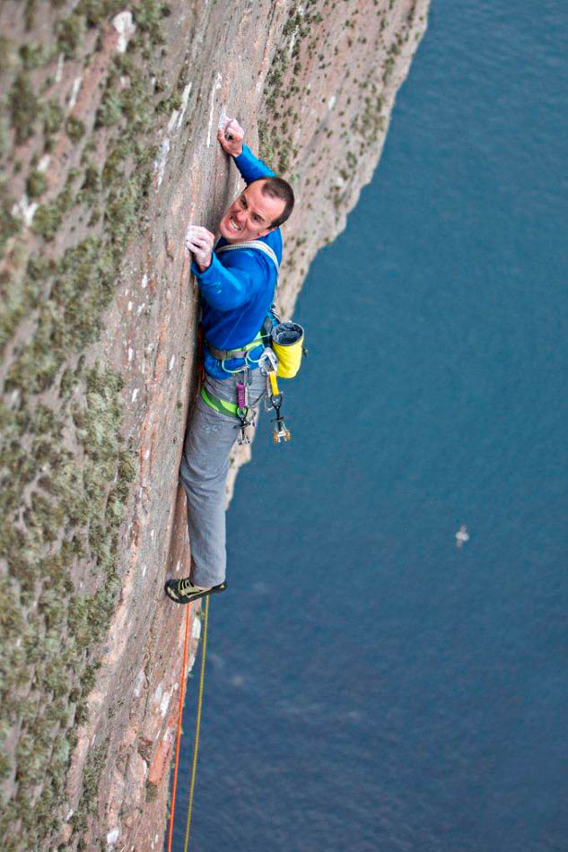 Dave MacLeod and his 1000ft ascent of St John's Head on the Island of Hoy, 107 kb