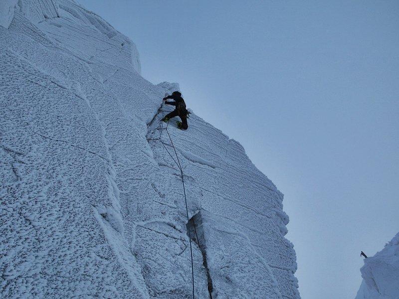 Bayard Russell climbing the 2nd pitch of Daddylonglegs, 106 kb
