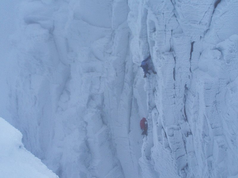 Nick Bullock climbing the new direct finish to Pic and Mix, 56 kb