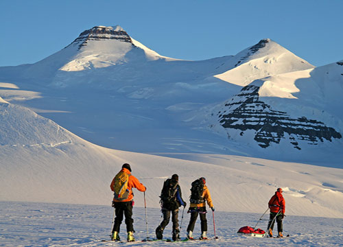 ' Leaving base camp  early morning for a one day ascent', 41 kb