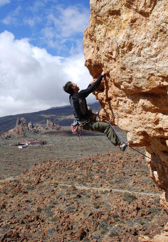 Juan Carlos Zamora on Musi (6c) at Capricho, 195 kb