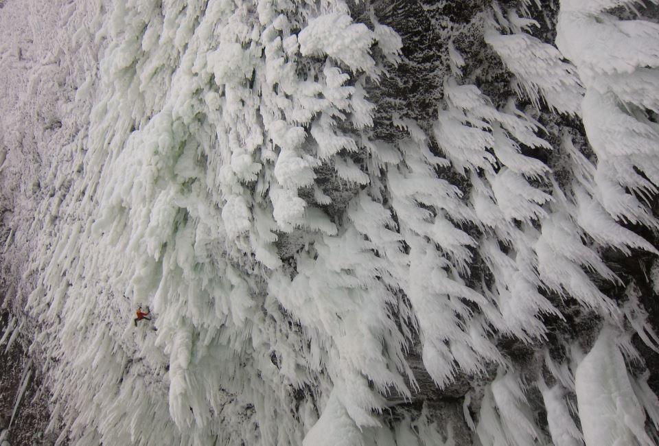 Spot the climber! Spray On 2012 at Helmcken Falls, 124 kb