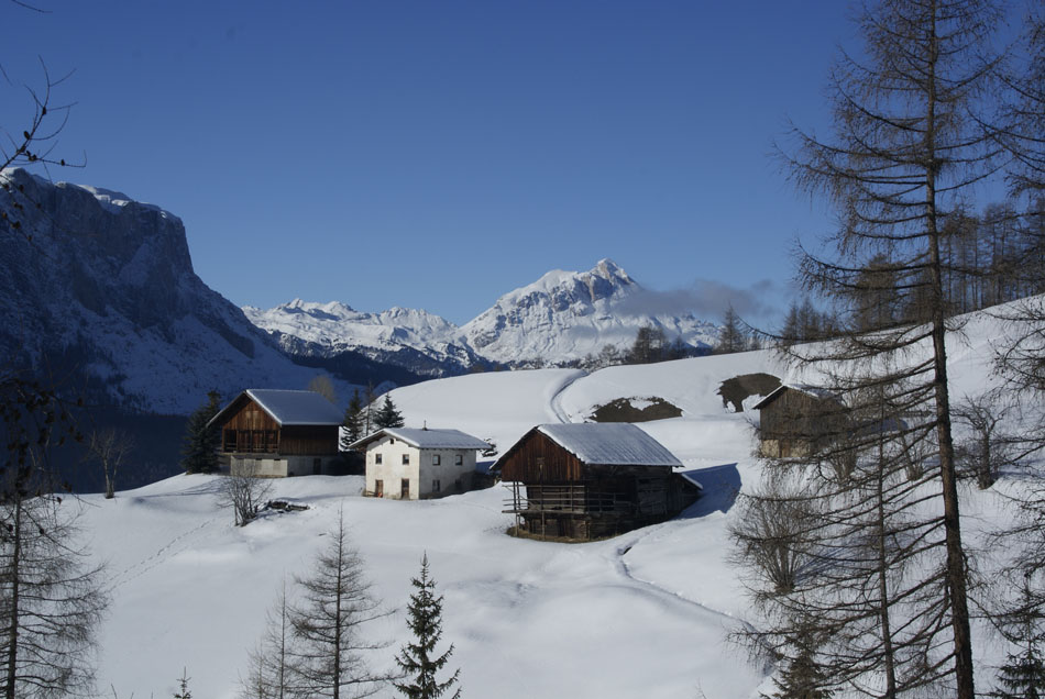 Winter scene looking towards Sass de Putia, 137 kb
